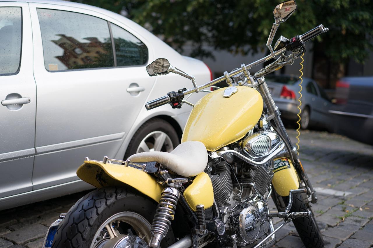 Und ich dachte immer es wäre einfach Autoreifen auf ein Motorrad zu ziehen