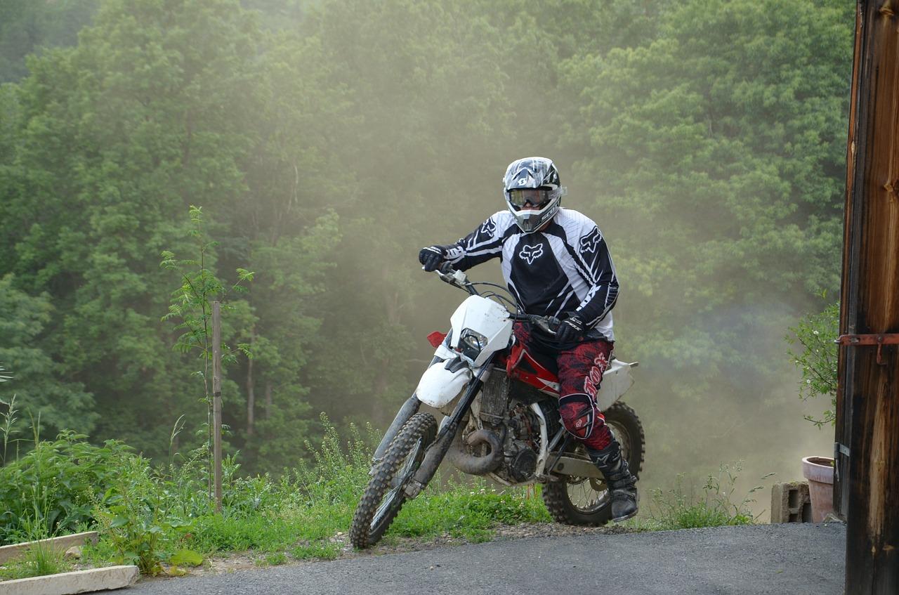 lebensretter-kleidung-auch-im-motorsport